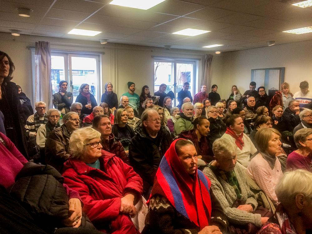 """c73f25de Alla fick inte ens plats när """"Bagis mot ombildning"""" hade sitt första  stormöte den 16 mars – så stort är engagemanget (foto: Elin Gauffin)."""