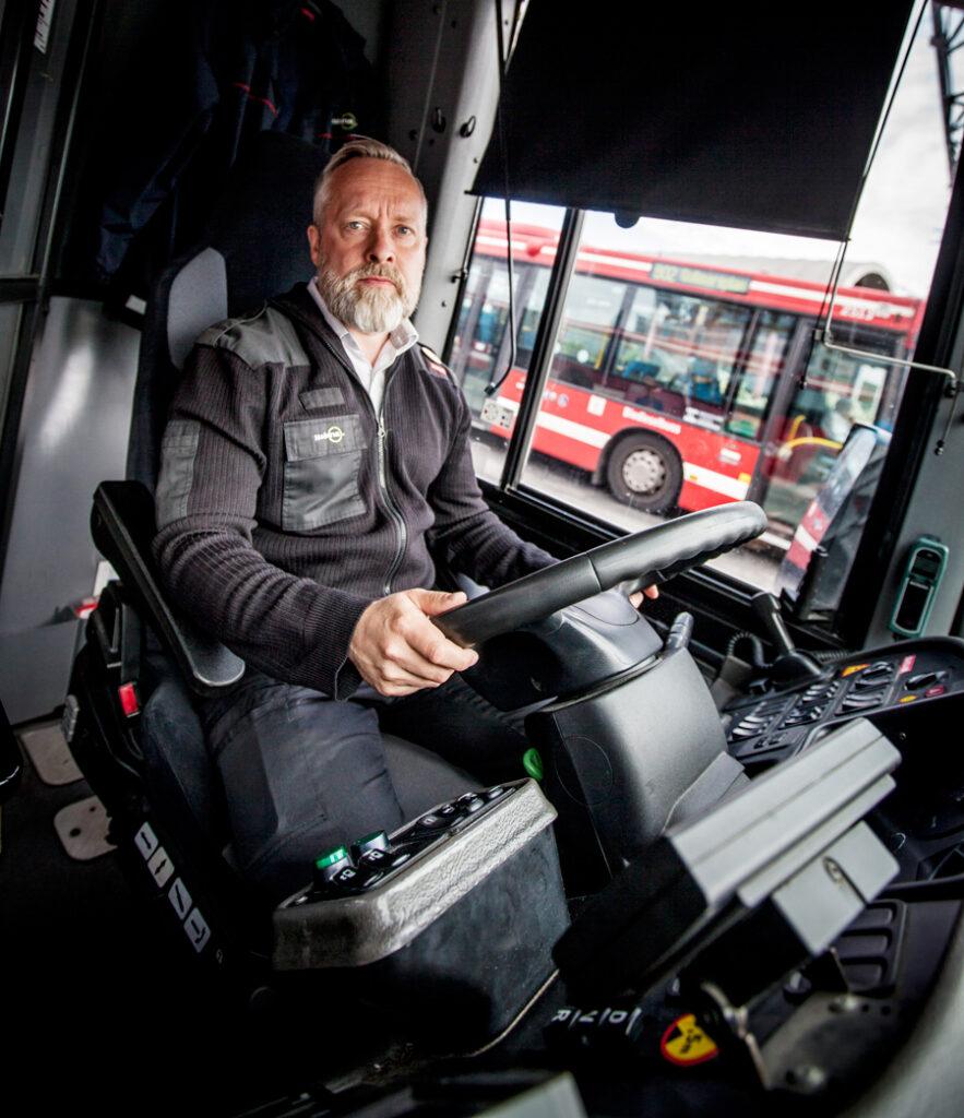 Petri Myllykoski, busschaufför och huvudskyddsombud för Kommunal på Tyresögaraget kommentar de kollapsade LAS-förhandlingarna.